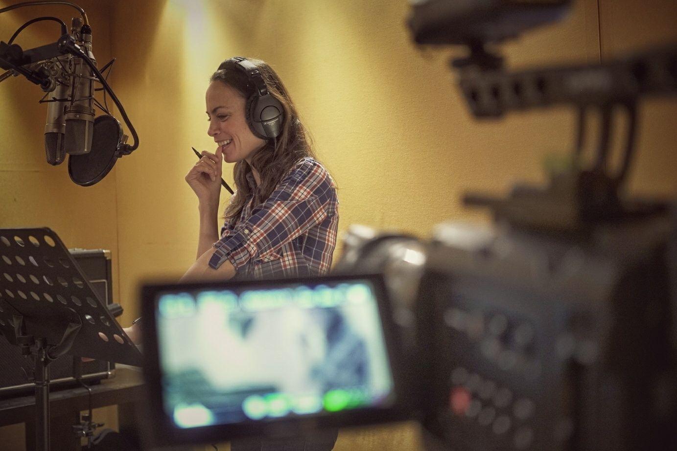 """Bérénice Bejo, narratrice du livre-CD """"Le fabuleux voyage d'Arwenn"""" - studio"""