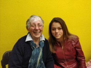 ragazza con sua nonna