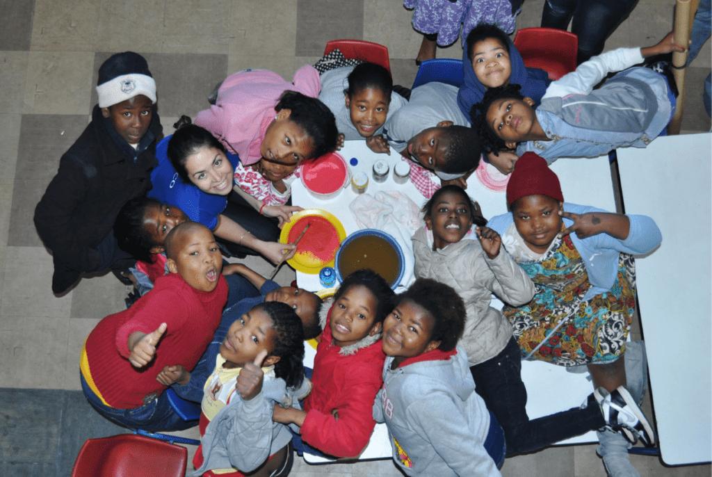 Atelier peinture à Khayelitsha, Afrique du Sud